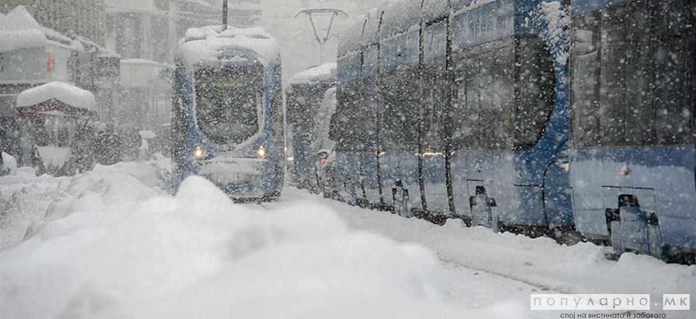 Силен дожд и снег ја зафати Црна Гора, поплави по јадранскиот брег