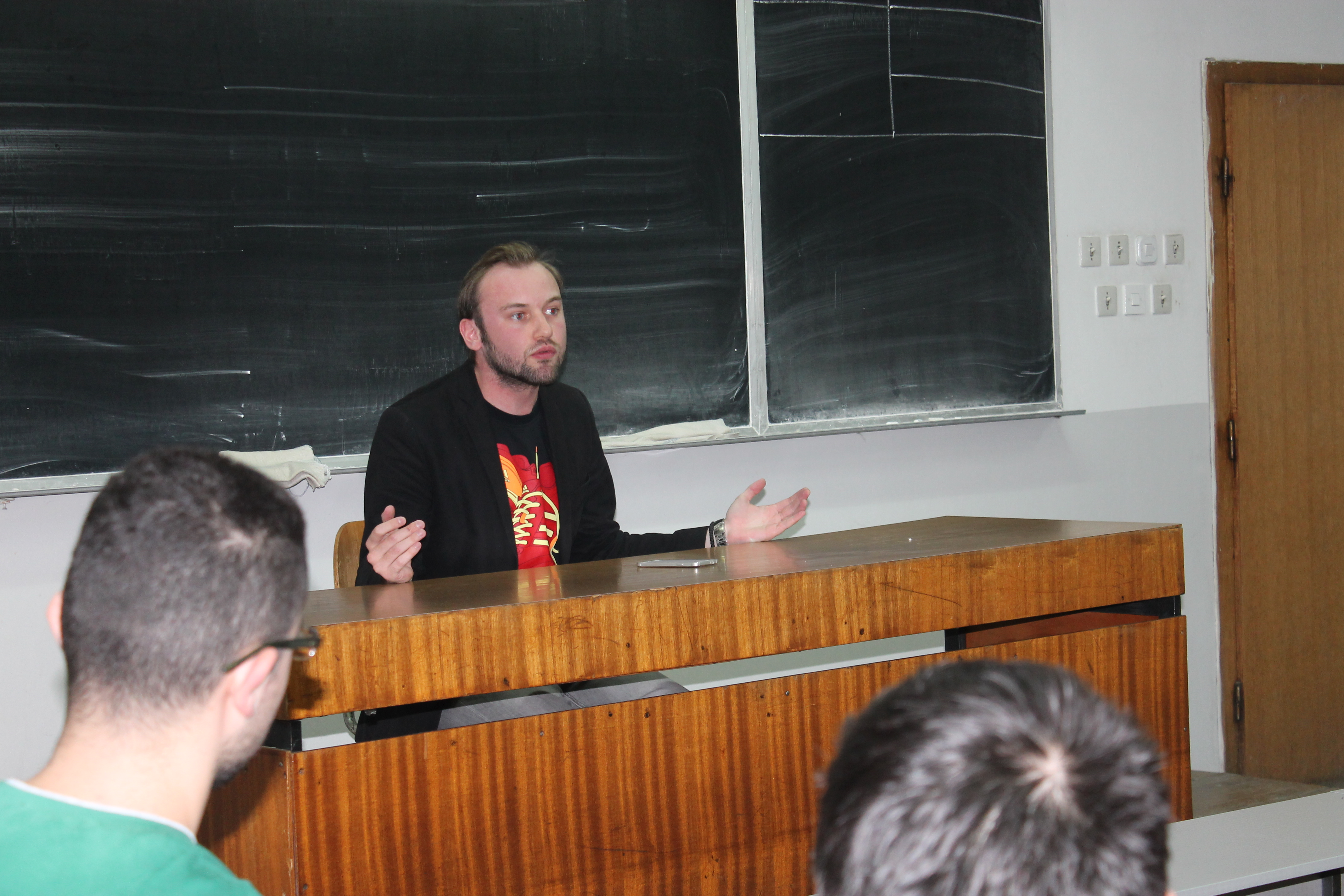 """ФОТО: Жарко Димитриоски ги учеше студентите на ФИНКИ за """"меките вештини"""""""