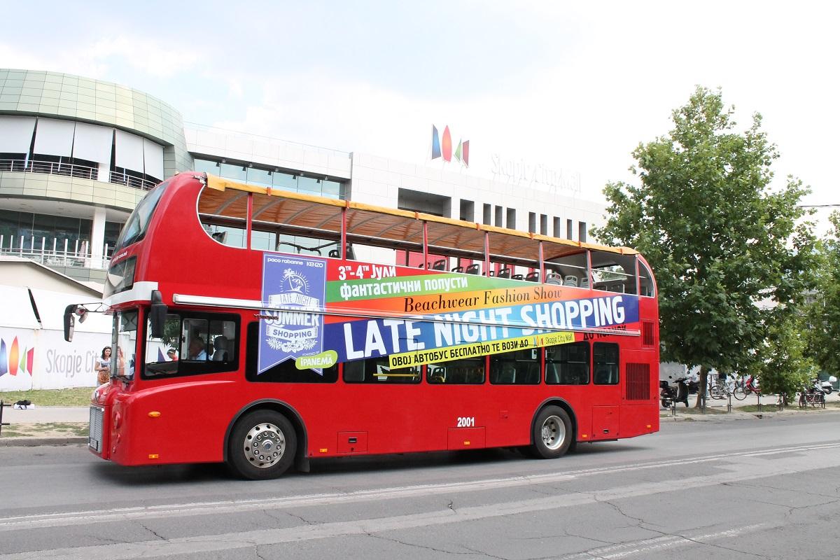 """ФОТО: Со панорамски автобус бесплатно на """"ноќен шопинг"""" во Скопје Сити Мол"""
