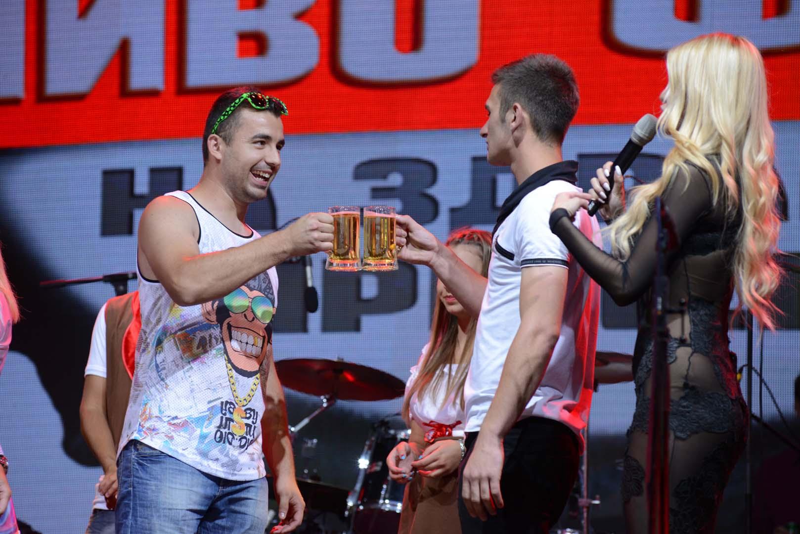 ФОТОГАЛЕРИЈА: Пиво, скара и Прљаво казалиште на вториот ден од Фестивалот на пивото!