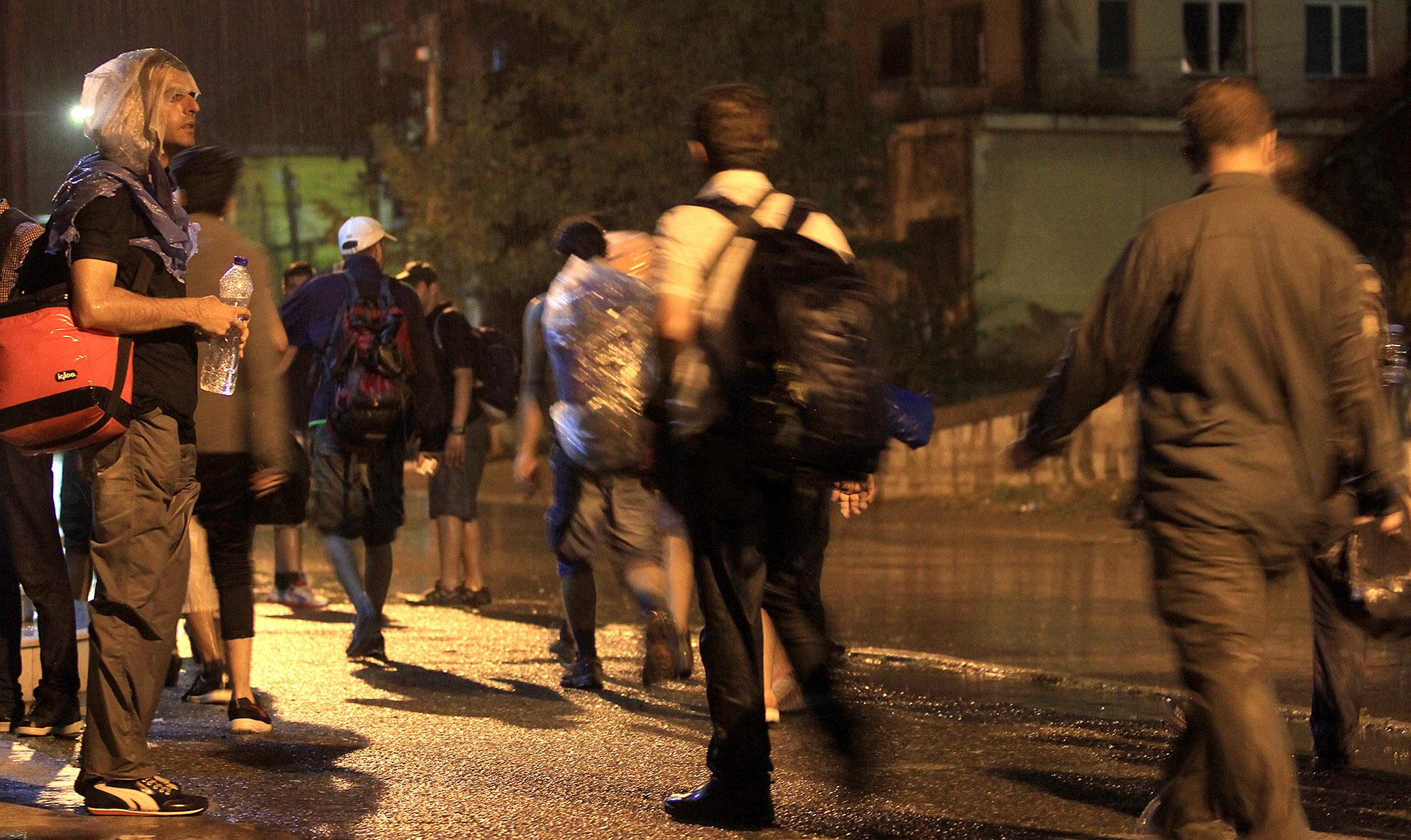 Се пропуштаат ограничен број мигранти - од Грција пристигнуваат нови