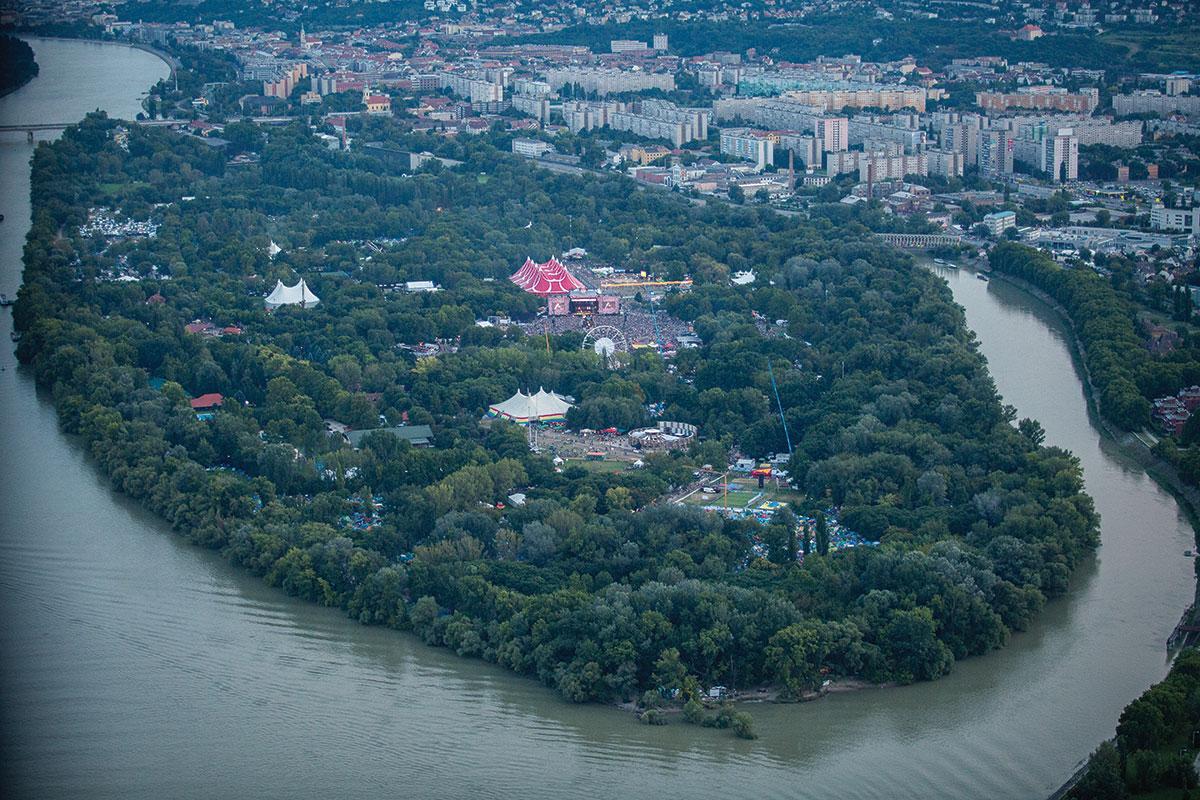 Трагедија на фестивалот Сигет во Будимпешта: Дрво усмрти кампер на последниот ден од фестивалот