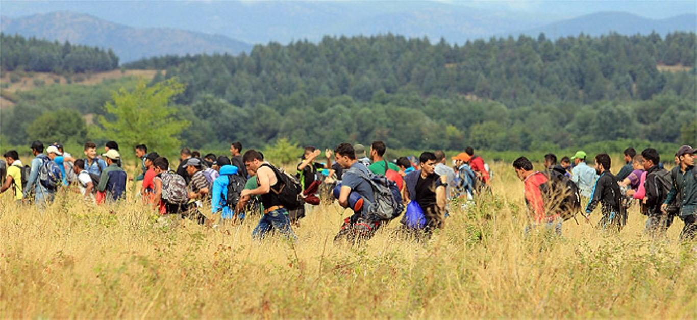 Тензично на границата: Мигрантите го пробија кордонот, ситуацијата повторно под контрола на полицијата и АРМ