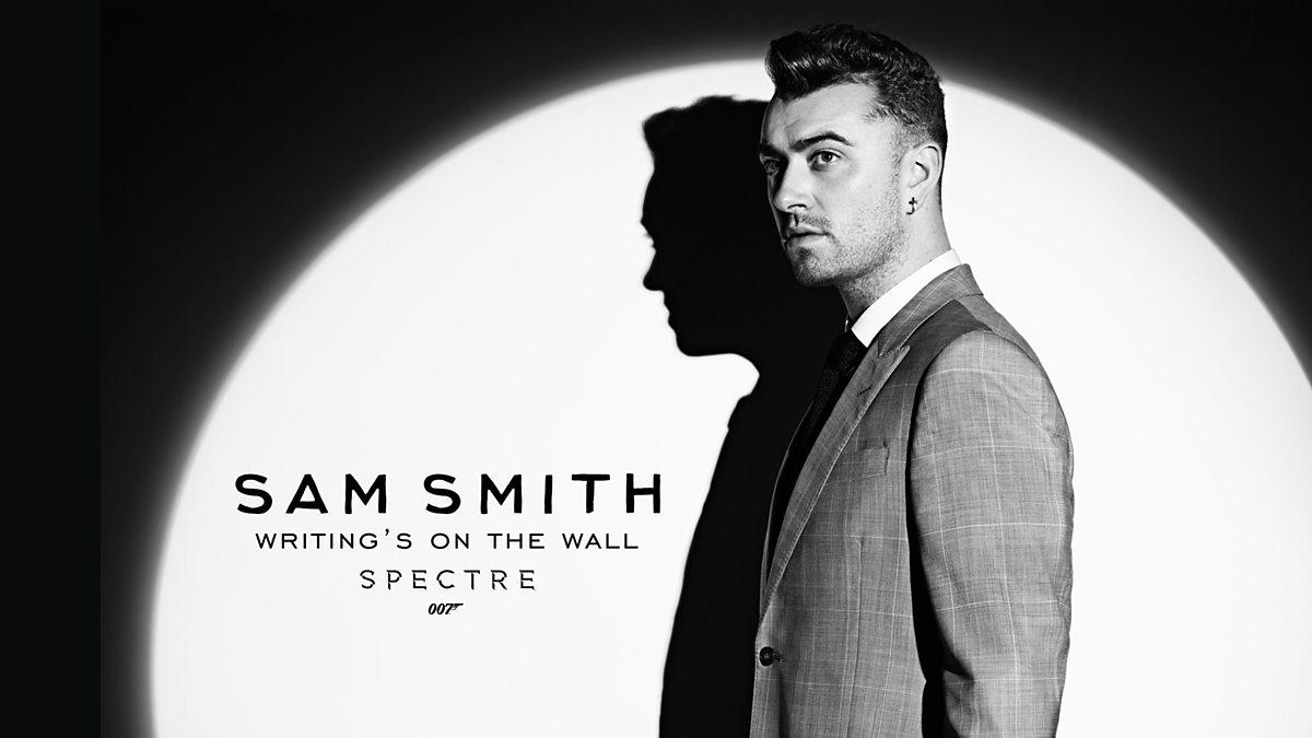 """Бондовата насловна нумера """"Writing's On the Wall"""" од Сем Смит прва на музичките листи во Британија"""