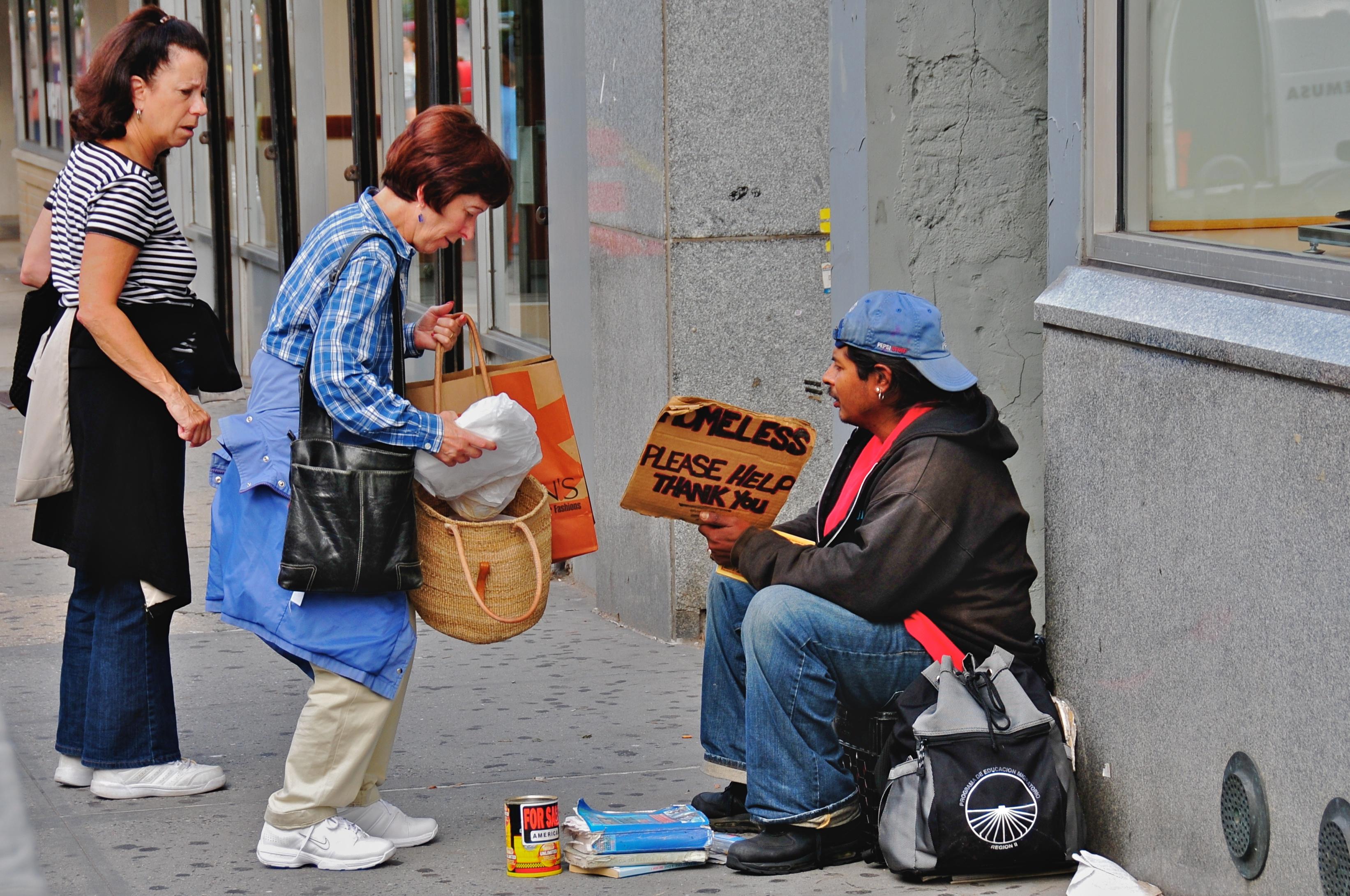 Посиромашните луѓе се похумани и посолидарни