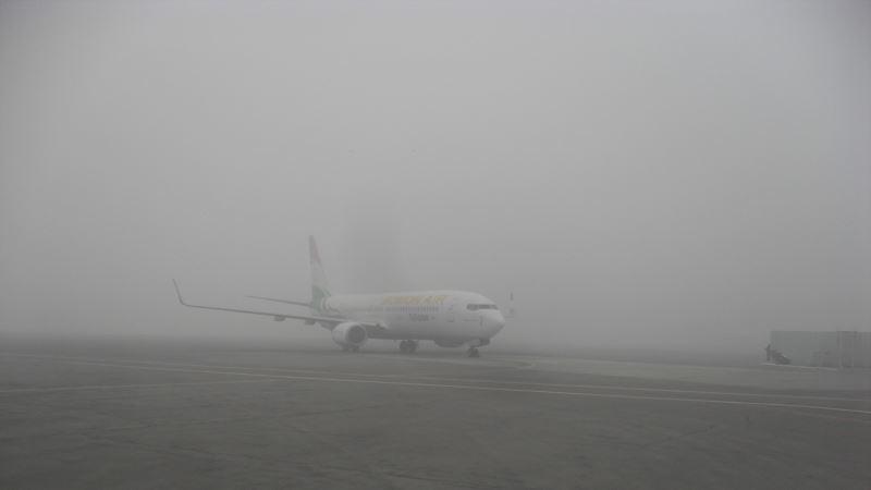 Маглата ги отежна патниот и авиосообраќајот