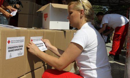 Црвениот крст дистрибуира 14.000 пакети со храна, сега се потребни хигиенски средства