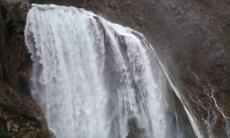 """ВО ХРВАТСКА: Водопад што """"тече"""" нагоре (ВИДЕО)"""