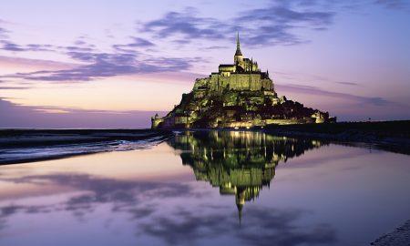 """СВЕТСКО ЧУДО: Спектакуларен замок кој се """"претвора"""" во остров (ВИДЕО)"""