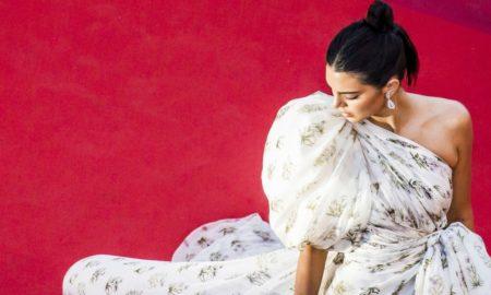 Кендал Џенер како Мерилин Монро на црвениот тепих во Кан (ФОТО)