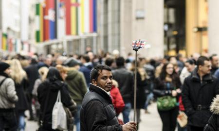 Милано ја забрани употребата на селфи стиковите