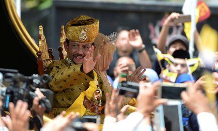 Султанот од Брунеи прослави 50 години владеење (ВИДЕО)