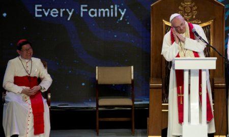 Папата призна дека повремено заспива за време на молитва