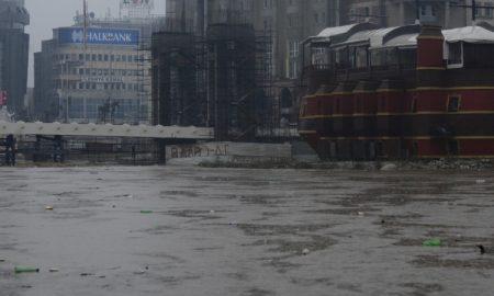 Вардар се излеа во Скопје (ФОТОГАЛЕРИЈА)