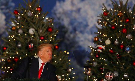 """ТРАМП: Луѓето поради мене повторно викаат """"Среќен Божик"""""""