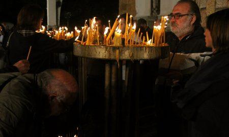 ВЕЛИГДЕНСКИ ОБИЧАИ: Ставете ја свеќата под перница - тој што ви е суден ќе ви дојде на сон