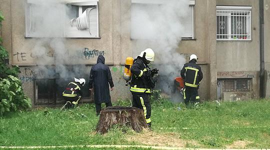 Изгаснат пожарот во зградата во општина Аеродром, нема повредени